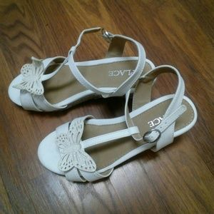 Butterfly wedge sandals